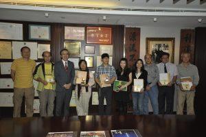 評審方文雄先生(左三)及吳民權先生(左一)與得獎者合照